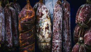 Scoperta associazione tra carni conservate contenenti nitrati e stati maniacali patologici