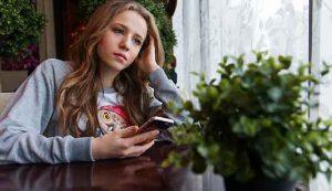 La depressione da social media  tra le ragazze è doppia rispetto ai maschi